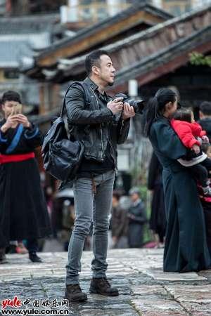 杨坤带着工作去旅行纪录短片首发示范吃土正确打开方式
